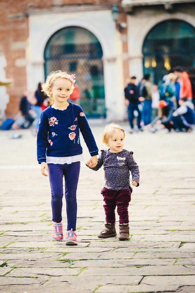 servizio fotografico di famiglia a lucca piazza san michele