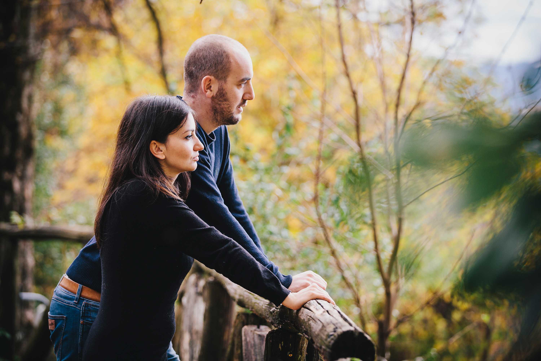 servizio di coppia a barga in autunno