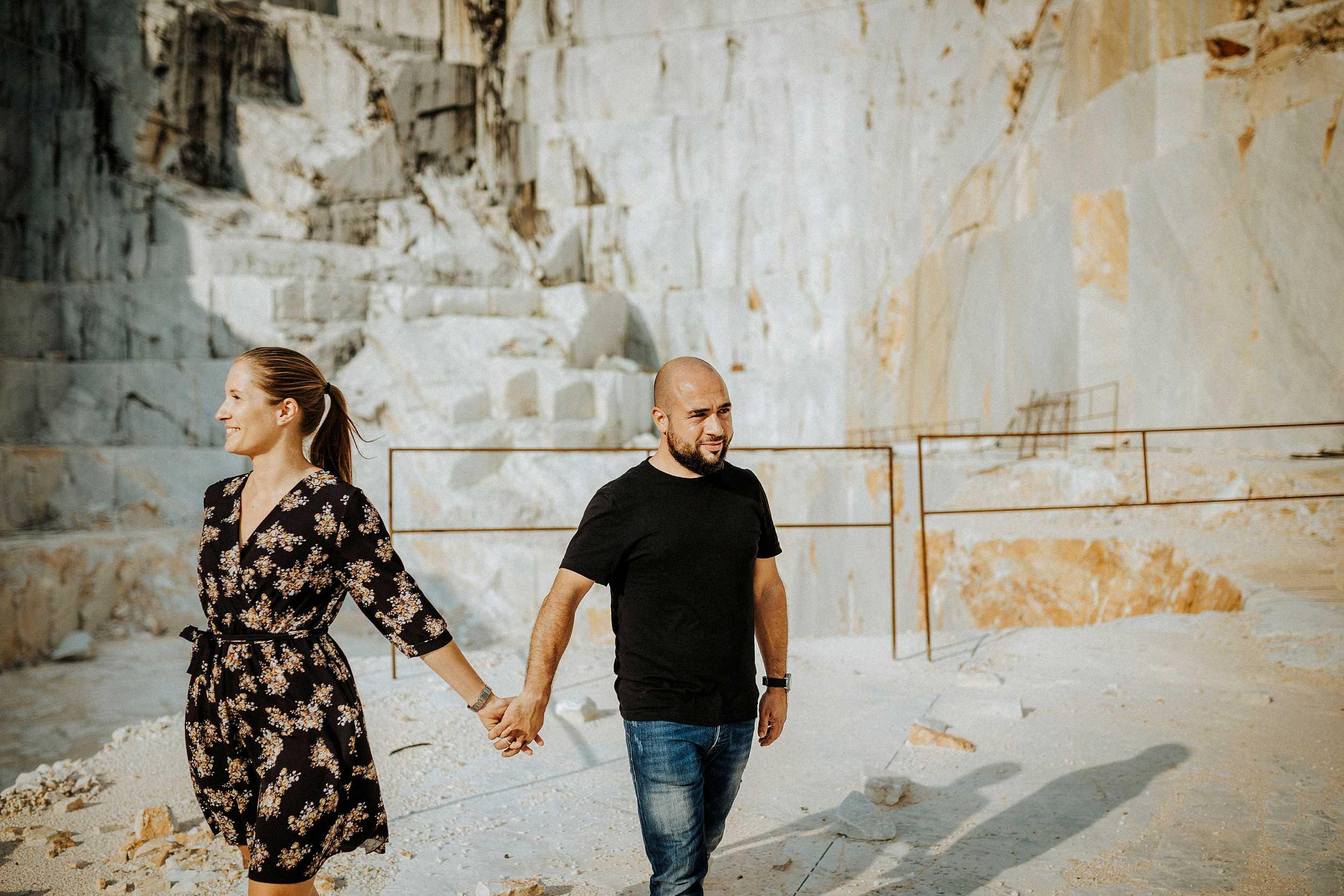 foto di coppia cave marmo bianco carrara